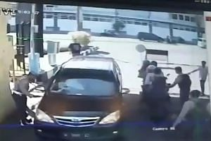 Stills from CCTV footage showed people on motorcycles detonating bombs at the gate of the Surabaya police station yesterday. The blast left 10 people injured. The father from the family that struck the police station was from the same terror cell as