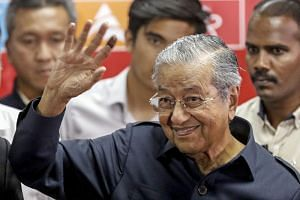 Malaysian PM Mahathir Mohamad waves at the end of a press conference in Kuala Lumpur, Malaysia, on May 12, 2018.