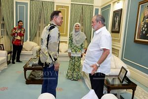 Sultan Ibrahim Ibni Almarhum Sultan Iskandar (right) met Datuk Seri Anwar Ibrahim (left), who was accompanied by his daughter Nurul Izzah, on May 21. Tunku Mahkota Johor Tunku Ismail Ibni Sultan Ibrahim (left) was also present at the meeting.