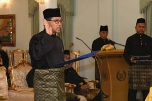 The Raja of Perlis swears in Menteri Besar Azlan Man at the Istana Arau.