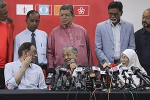 Malaysian Prime Minister Mahathir Mohamad (centre) speaks during a press conference in Kuala Lumpur, Malaysia, on June 1, 2018.