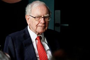 This year's winning bid for a chance to dine with Warren Buffett was US$3.3 million (S$4.4 million), short of the US$3.46 million record in 2016.