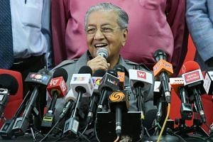 Malaysia's Prime Minister Mahathir Mohamad speaking at a press conference in Kuala Lumpur on June 1, 2018.