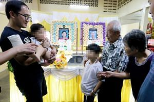The two children, aged eight and five, pictured with their grandparents, Mr Chua Huat Chuan, 78, and Madam Sii Bee Tee, 69 (right) and another relative at the wake.