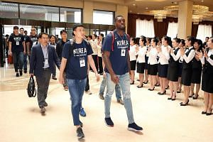 Members of the South Korean men's basketball team being welcomed at the Koryo hotel in Pyongyang yesterday. Unification Minister Cho Myoung-gyon said he hoped the games would