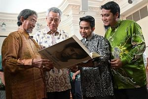 (From left) Former senior minister of state Sidek Saniff, Prime Minister Lee Hsien Loong, member of Universiti Pendidikan Sultan Idris' (UPSI) board of directors Sani Araby Dato' Abdul Alim Araby, and UPSI Alumni Centre director Mohd Izwan Shahril, w