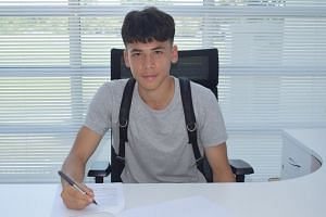 Singaporean Ben Davis signed a professional contract with Fulham of the English Premier League on July 13, 2018. He was called up to the Singaporean senior national team in 2018 but has not been capped.