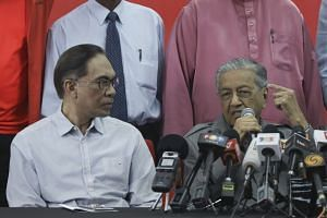 Malaysian politician Anwar Ibrahim (left) with Malaysian Prime Minister Mahathir Mohamad at a press conference in Kuala Lumpur on June 1, 2018.