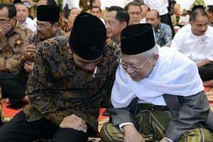 Indonesian president Joko Widodo (left) has picked cleric Ma'ruf Amin as his running mate.
