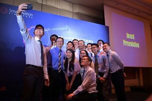 Scholarship recipients take a wefie with Minister-in-Charge of the Smart Nation initiative Vivian Balakrishnan and VIPs at the end of the Smart Nation Scholarship Award Ceremony, on Aug 17. 2018.