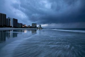 Rain begins to fall as the outer bands of Hurricane Florence make landfall in Myrtle Beach, South Carolina, on Sept 13, 2018.