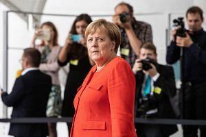 Merkel awaits the arrival of Czech President Milos Zeman in Berlin, Sept 2018.