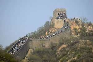 File photo showing tourists visiting the Great wall in Beijing.