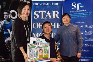 Singapore swimmer Toh Wei Soong receiving his Star of The Month award from (left) Jennifer See, general manager for F&N Foods and Lee Yulin, sports editor of The Straits Times.
