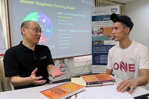 Sport & performance psychologist Edgar Tham (left), sharing with ONEathlete Banjamin Quek on how to hone his mental muscle and toughness ahead of his half-marathon at SCSM 2018.