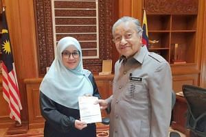 Former Puteri Umno chief Mas Ermieyati Samsudin, who left the party in July, joined Prime Minister Mahathir Mohamad's Parti Pribumi Bersatu Malaysia on Thursday.