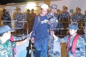 Fisherman Ari Agus Arman Harianto, whose boat was crushed by the Sunda Strait tsunami, was rescued from an island near Anak Krakatau by Indonesian navy.