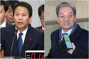 South Korean President Moon Jae-In replaced Im Jong-seok (left) with Noh Young-min, a former politician who has been serving as ambassador to China since October 2017, as the top presidential secretary.