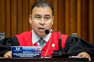 The magistrate of the Supreme Court of Justice, Juan Jose Mendoza, reads a statement to journalists in Caracas, Venezuela, on Jan 21, 2019.