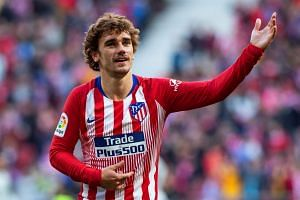Atletico Madrid's forward Antoine Griezmann celebrates after scoring the 1-0 lead.