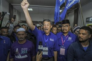 BN's Cameron Highlands candidate Ramli Mohd Nor (second from right, in black songkok) and Umno acting president Mohamad Hasan (centre) celebrating after BN won the seat in the by-election, on Jan 26, 2019.