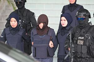 Vietnamese national Doan Thi Huong (centre) escorted by Malaysian police after a hearing at the Shah Alam High Court, outside Kuala Lumpur on March 11, 2019, during the trial for her alleged role in the assassination of Kim Jong Nam.