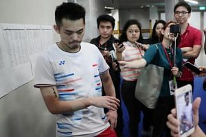 Former world No. 1 Lin Dan of China withdrew after just 14 minutes into the first-round clash with another former world No. 1, Viktor Axelsen of Denmark, on April 10, 2019.