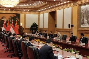 President Halimah Yacob called on Chinese President Xi Jinping at the Great Hall of the People in Beijing on May 14, 2019. With her are Singapore Ambassador to China Stanley Loh (fourth from left), Minister for Culture, Community and Youth Grace Fu (
