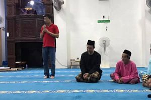 Labis MP Pang Hok Liong gave a speech at the Tenang Stesyen Mosque on May 10, 2019.