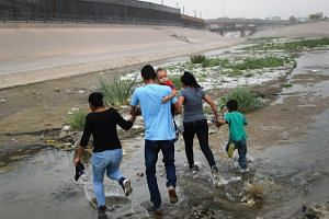 The US government has said border officers apprehended nearly 99,000 people crossing the southern border into the country in April, the highest figure since 2007.