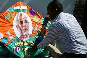 Indian kitemaker Jagmohan Kanojia in Amritsar yesterday, displaying a specially made kite with a picture of Indian Prime Minister Narendra Modi on it, to wish him good luck on today's parliamentary election results.