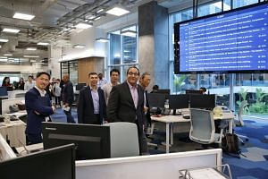 (From left) SPH deputy CEO Anthony Tan, EMTM editor-in-chief Warren Fernandez, EMTM head of digital strategy Eugene Leow, Minister for Communications and Information S Iswaran and SPH chairman Lee Boon Yang touring The Straits Times newsroom on May 2