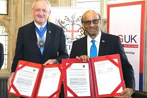 City of London Lord Mayor Peter Estlin and Senior Minister Tharman Shanmugaratnam, after signing a memorandum of understanding between the Monetary Authority of Singapore and the City of London Corporation.