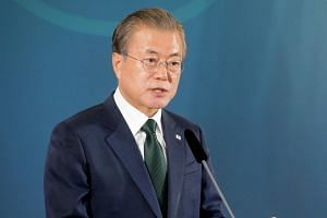 South Korean President Moon Jae-in has vowed to play a mediator role in nudging North Korea into giving up its nuclear weapons in exchange for an end to sanctions and security guarantees.