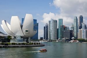 Prime Minister Lee Hsien Loong said it is important for Singapore's leaders to be prepared to reinvent the country.