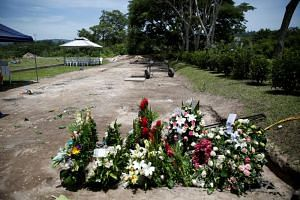 The man and his little daughter were buried in La Bermeja cemetery in San Salvador.