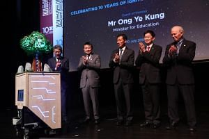 """(From left) SUTD founding chairman Philip Ng, SUTD chairman Lee Tzu Yang, Minister for Education Ong Ye Kung, SUTD president, Professor Chong Tow Chong, and SUTD president emeritus, Professor Thomas Magnanti, launching the commemoration """"Tree"""" wh"""