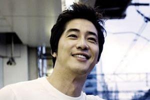 Kang Ji-hwan.