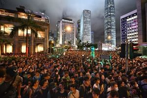 The crowd at the civil servant protest spilling onto Chater Road beside Chater Garden on Aug 2, 2019.