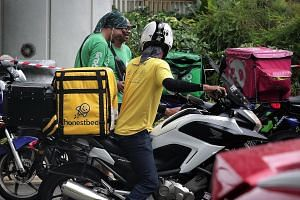 A file photo of an Honestbee delivery rider. According to recent legal filings, Honestbee is looking to refocus on the grocery space and discontinue non-core businesses such as laundry and delivery. It will also reduce the number of markets in which