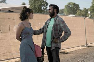 Jack (Himesh Patel) is a nobody on the verge of giving up music but gets unflagging support from his manager and childhood friend Ellie (Lilly James).