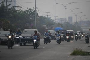 Motorists in hazy conditions along Jalan Subrantas, Pekanbaru, Indonesia on Sept 19, 2019 when the PM10 pollutant standard index reached 398.