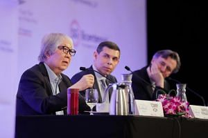 Professor Tommy Koh, Straits Times editor and editor-in-chief of Singapore Press Holdings English/Malay/Tamil Media Group Warren Fernandez and Bloomberg News editor-in-chief John Micklethwait during a dialogue at the Singapore Bicentennial Conference
