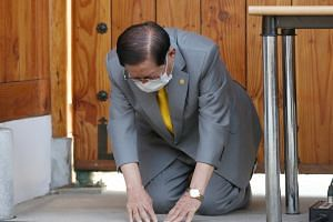 Founder and leader of the Shincheonji Church of Jesus Lee Man-hee bows ahead of a news conference at his villa in Gapyeong, South Korea, on March 2, 2020.