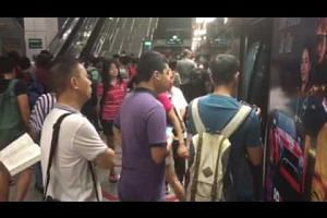 CCL situation at Buona Vista station at around 10am on Nov 4, 2016