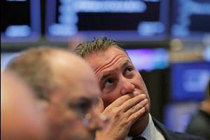 Wall St rises on earnings hopes
