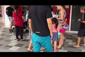 Queue at DBS ATM on Li Chun