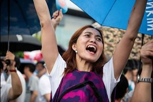 Thousands attend pro-police rally in Hong Kong