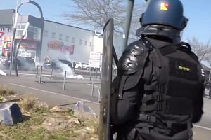 'Yellow Vest' clashes erupt in French city of Nantes
