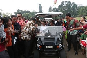 Joko Widodo takes a buggy ride.